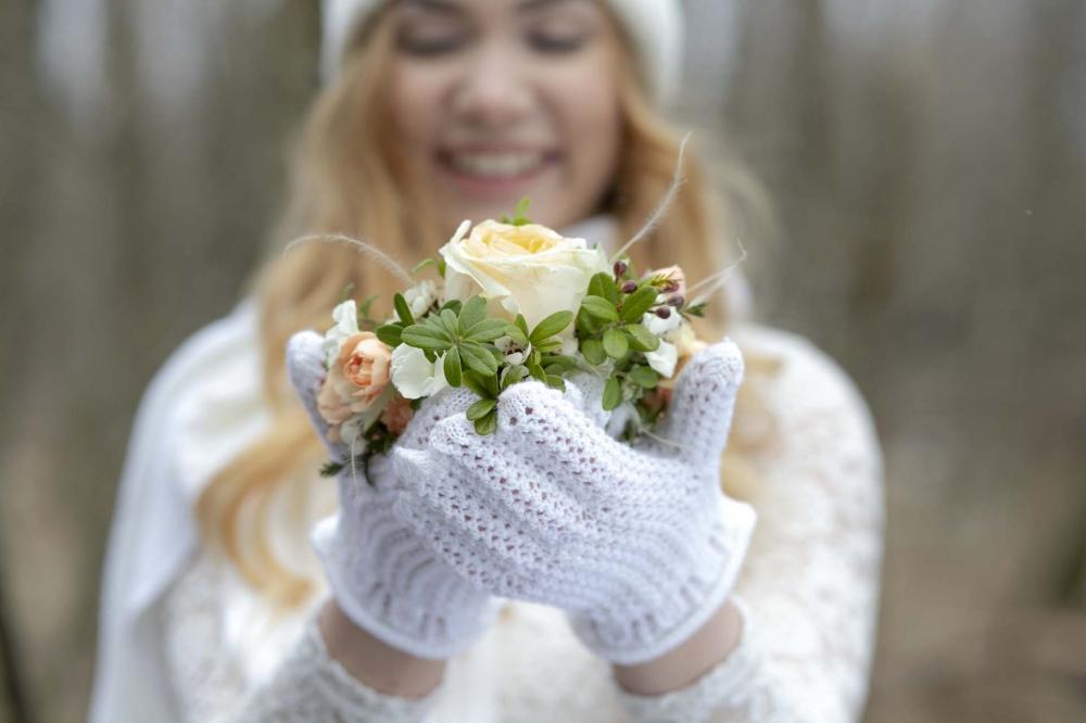 Kauniit neulesormikkaat suunnitteli Hannu Kottari.