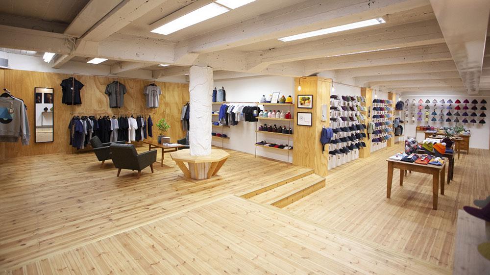 Costolla on oma liike Helsingissä Yrjönkadulla.